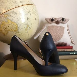 Michael Kors Saffiano Navy pumps sz. 8